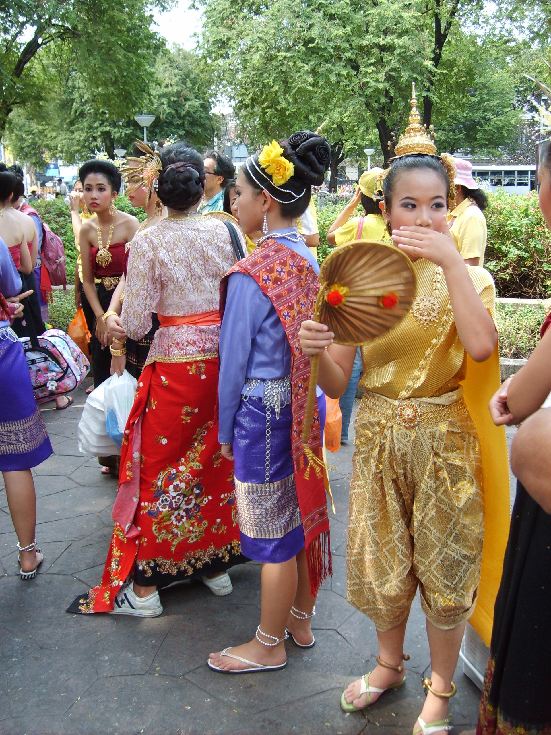 Thai girls in traditional clothing - Free Stock Photos ::: LibreShot