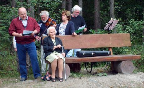 Czech people singing