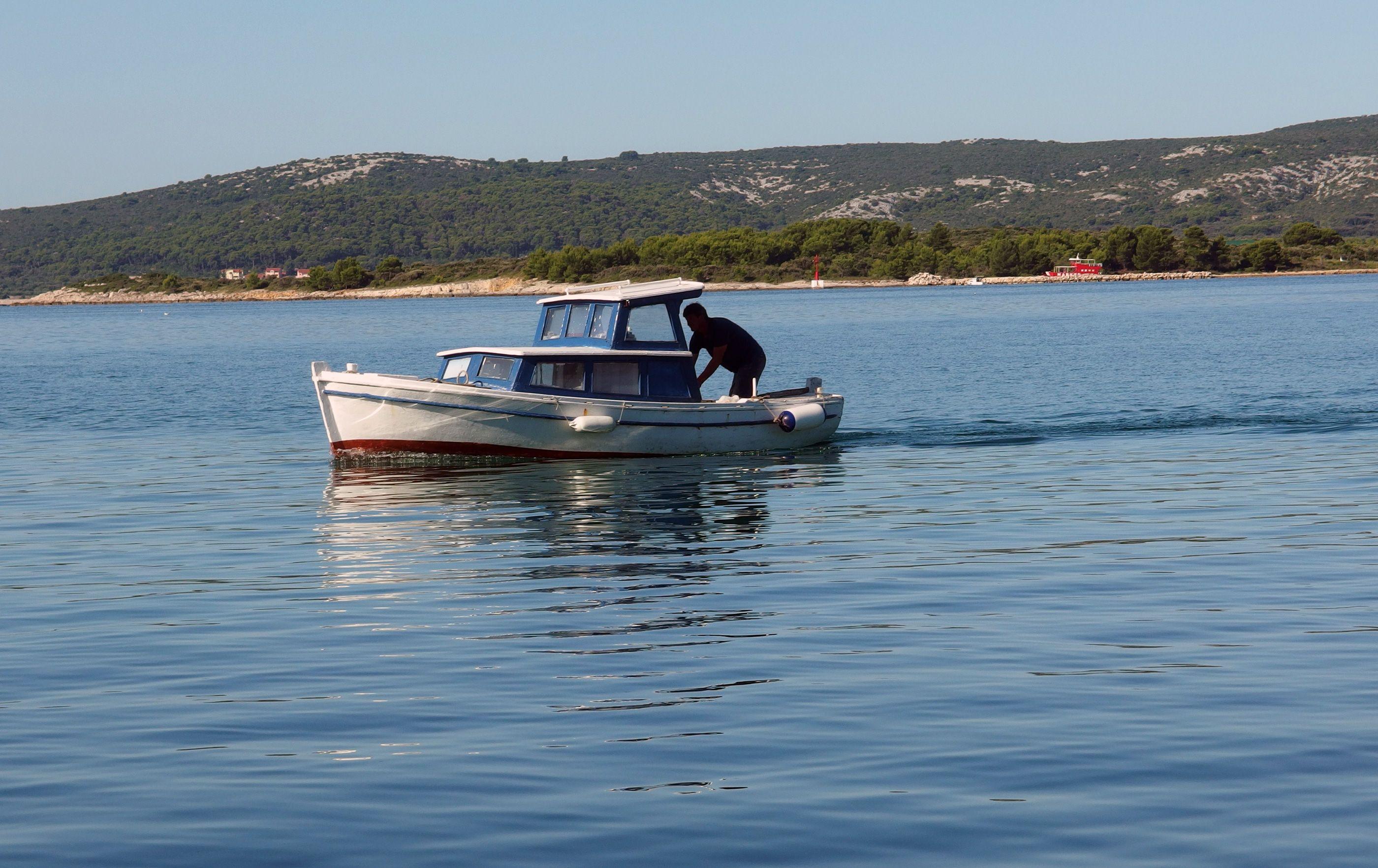 FREE IMAGE: Small Boat At Sea