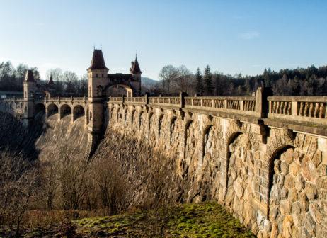 Les Kralovstvi dam in Czech