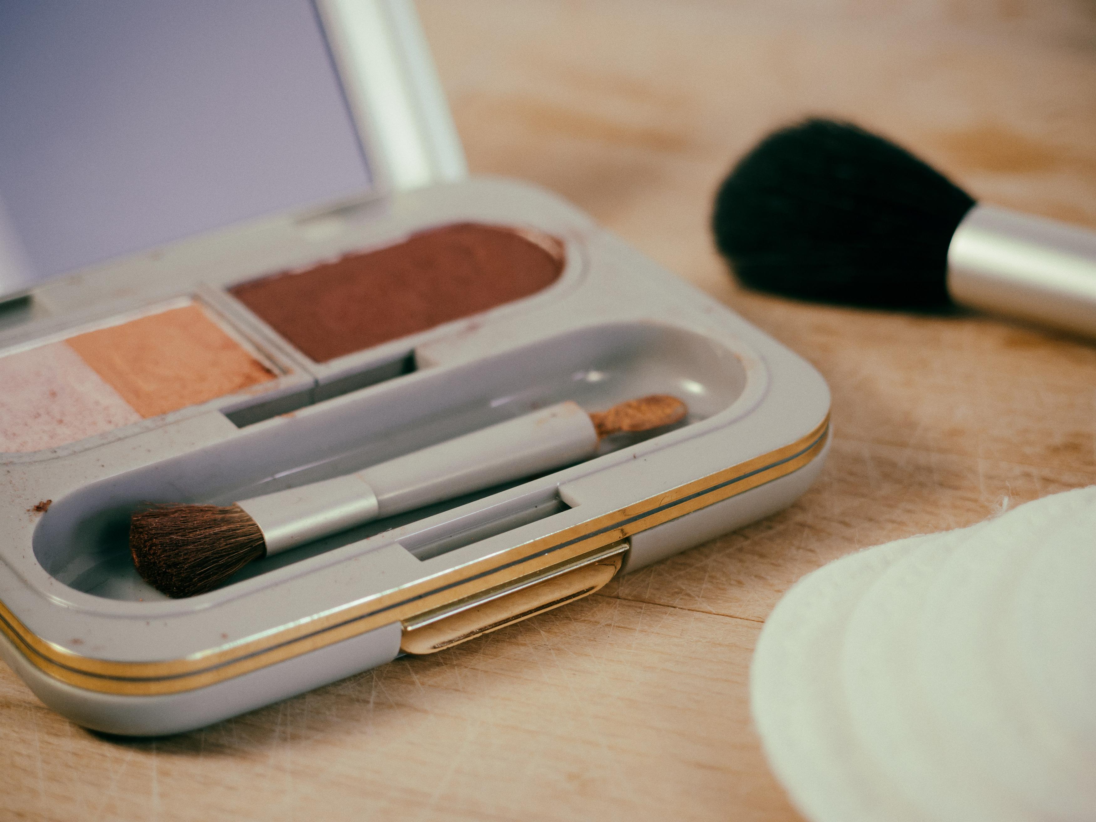 Make-up - FREE image on LibreShot