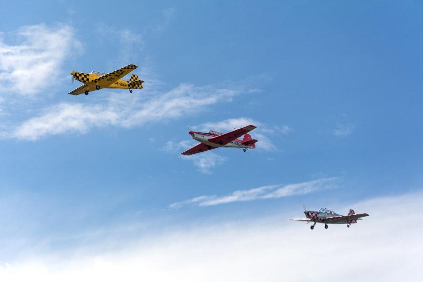 Aerobatic planes in formation
