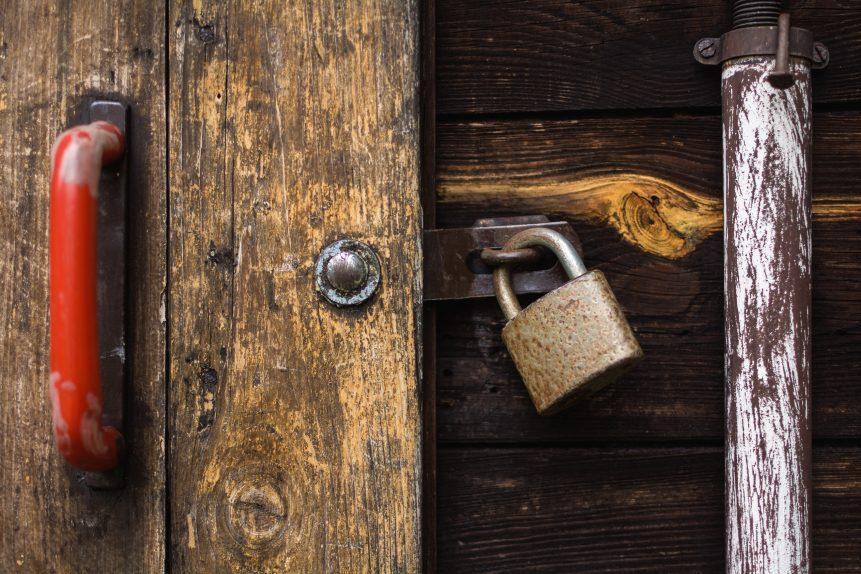 باب قديم مسمار خشب الضبع قفل في العصور الوسطى بوابة ديرصومعة المبنى القديم باب قديم Pikist