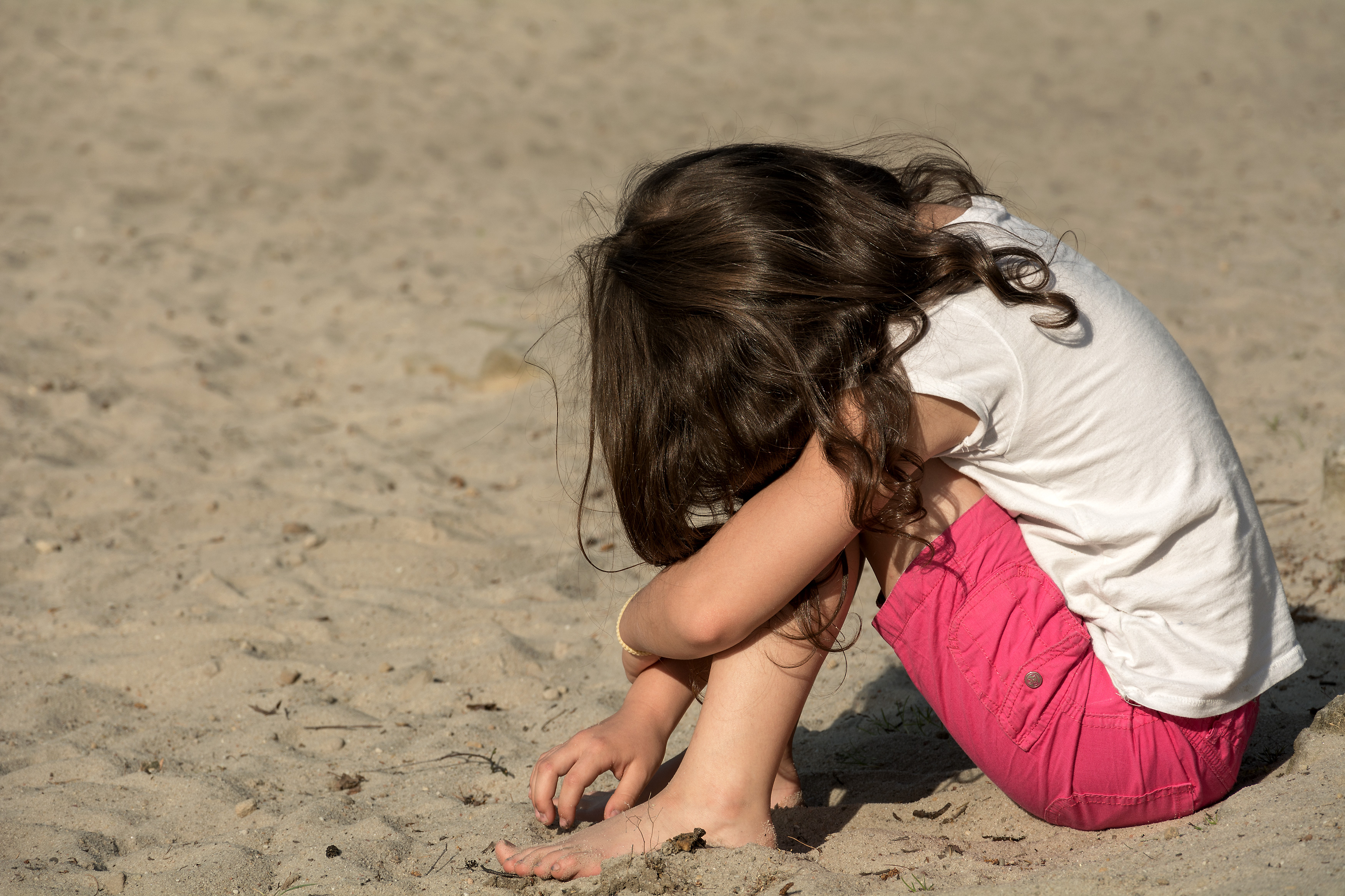 Small sad girl on the beach | Free Stock Photo | LibreShot