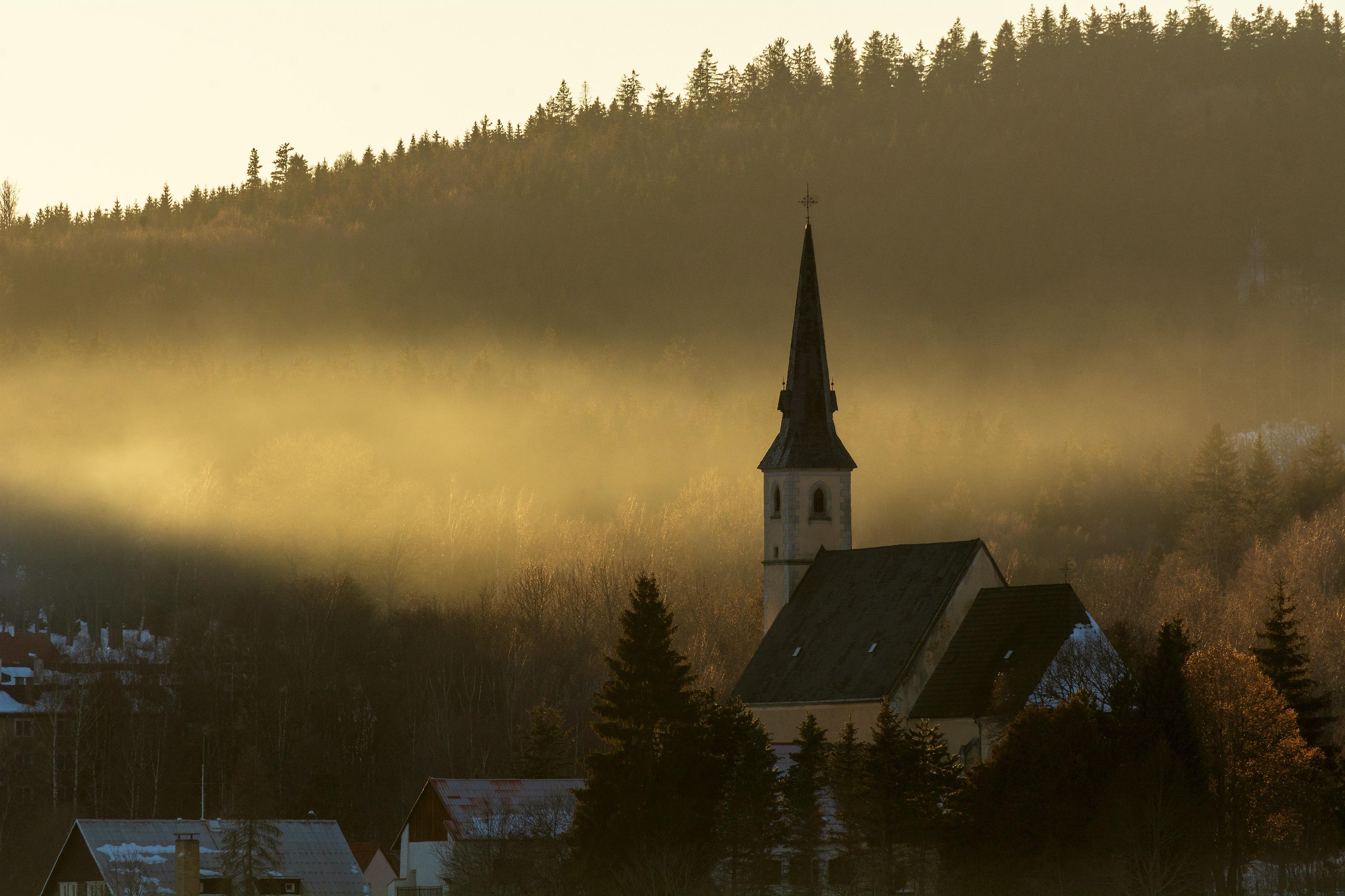 Église dans la brume du soir | Photo gratuite | LibreShot